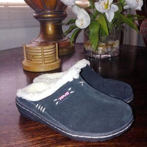 Teva slip on shoes size 11 kids